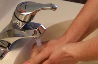 ¿El agua caliente mata las bacterias?
